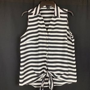 Ann Taylor White/Black Sleeveless Blouse. Size M.